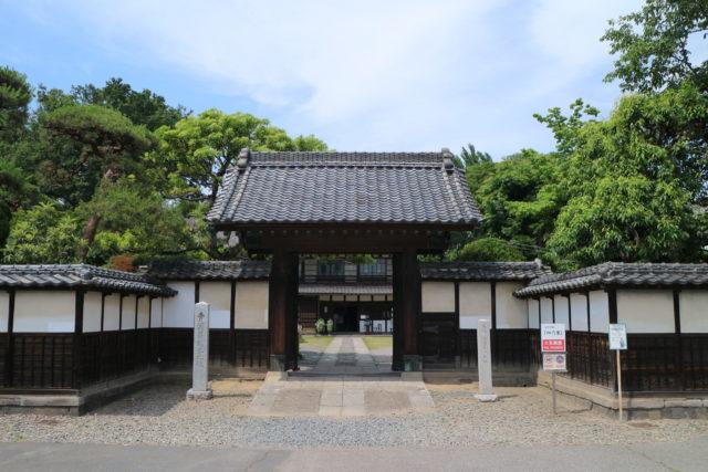 旧渋沢邸「中の家」(正門)外観